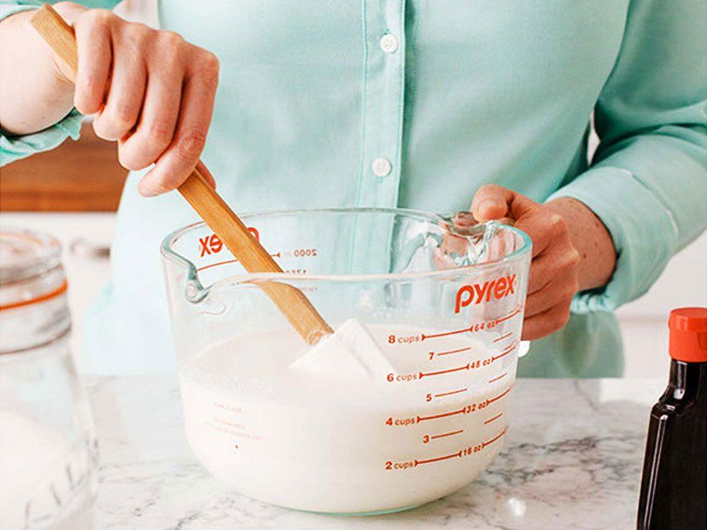 Étape 1 pour faire votre crème glacée maison sans sorbetière.