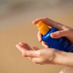 9 endroits que vous oubliez de protéger avec la crème solaire