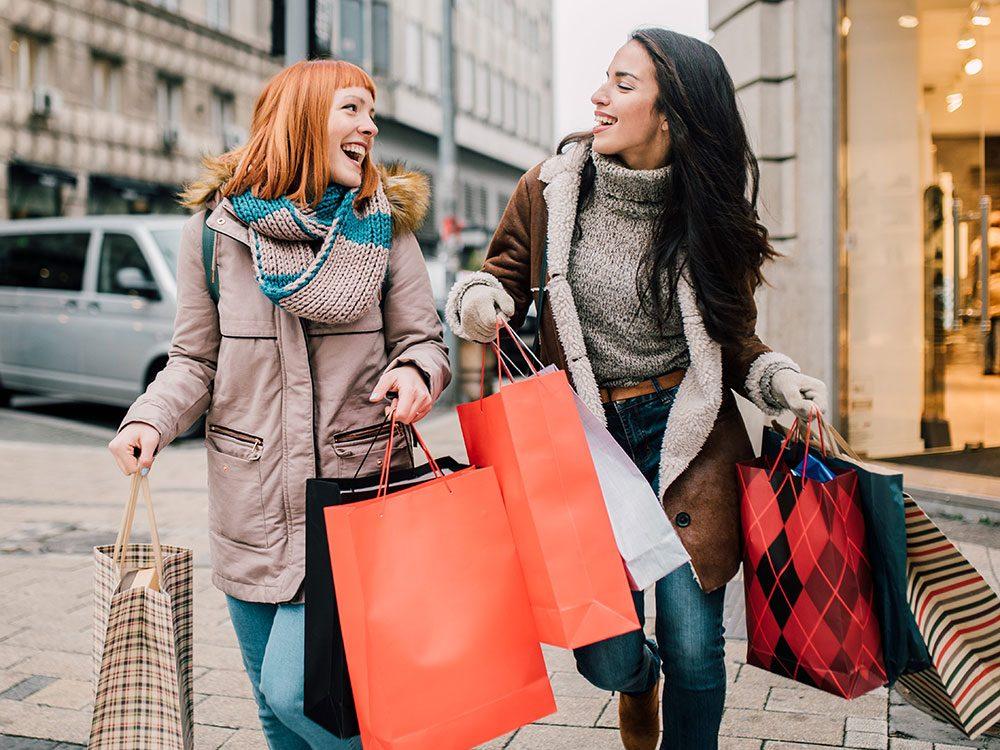 Ne pas magasiner les offres d'achat pour économiser de l'argent.