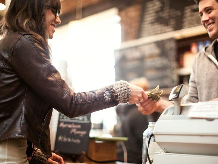 Ne pas éviter les cartes de crédit pour économiser de l'argent.