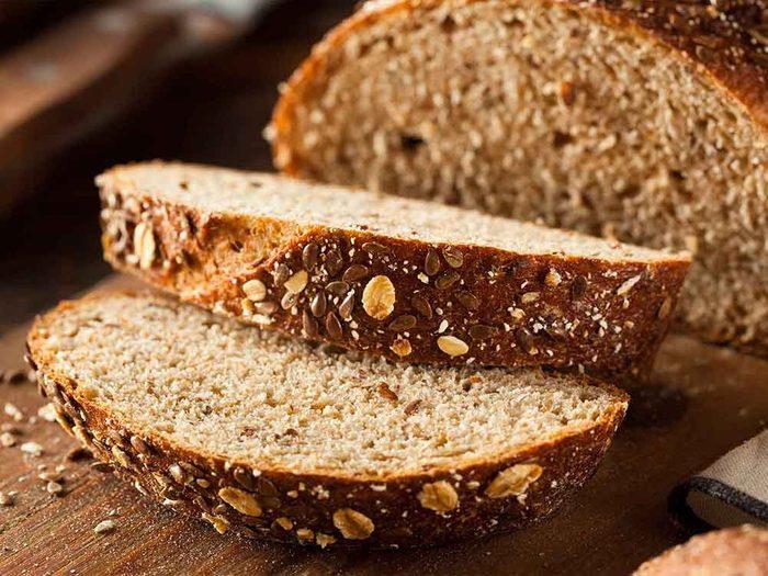 Vous pensez que tout le pain de blé est un superaliment quand vous lisez l'étiquette des aliments.