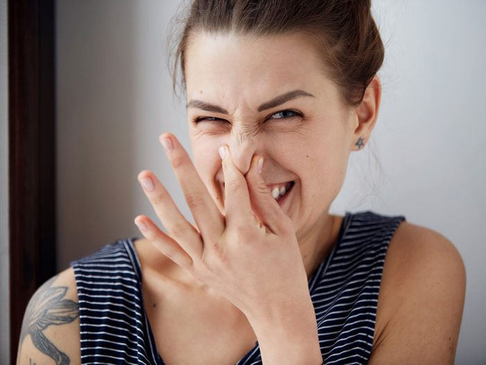 Une urine malodorante peut indiquer une infection rénale.