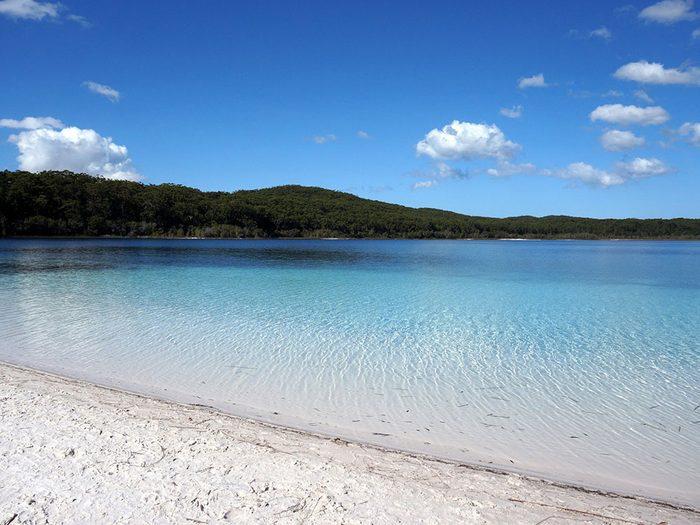 Le lac McKenzie, en Australie, dont l'eau est claire.