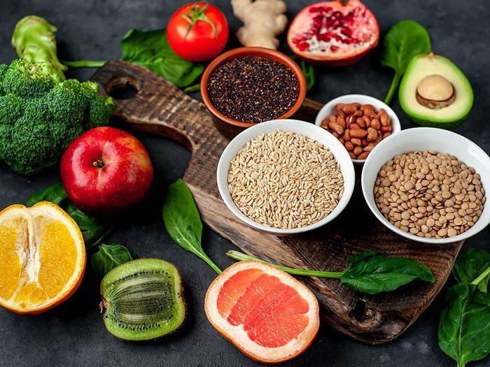Remplissez votre assiette de superaliments pour manger santé.