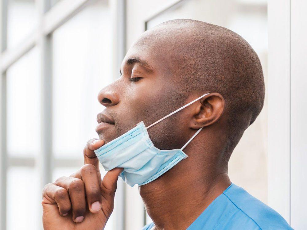 Les masques de protection rendent la respiration difficile.