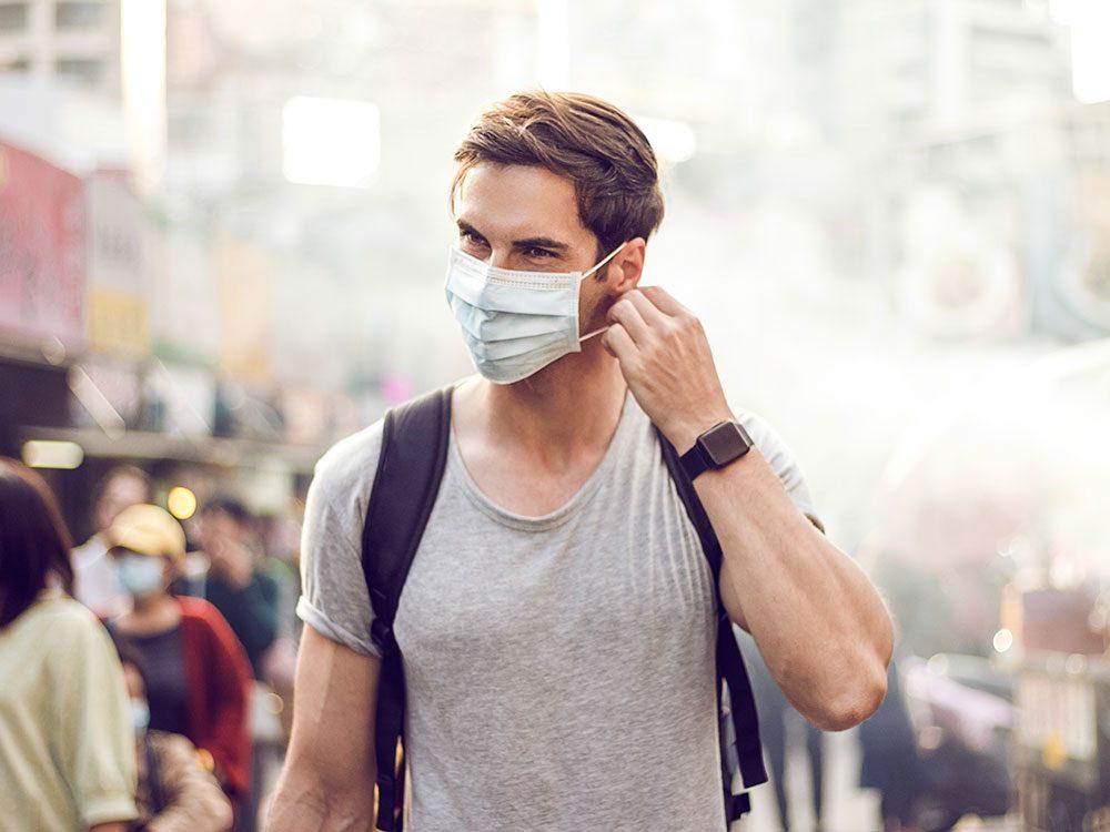 Les erreurs que vous commettez probablement avec votre masque de protection.