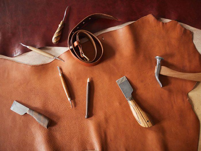 Le cuir est l'une des choses qu'on ne devrait jamais nettoyer avec de l'eau.