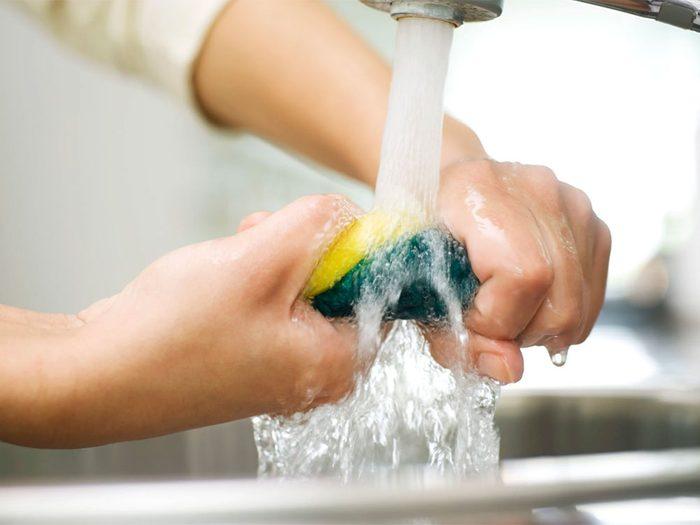 Les choses qu'on ne devrait jamais nettoyer avec de l'eau.