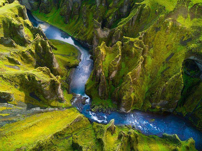 Photo aérienne de drone du canyon Fjadrargljufur.