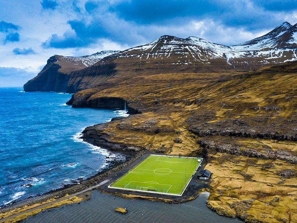 Photo aérienne de drone de l'île Eysturoy.