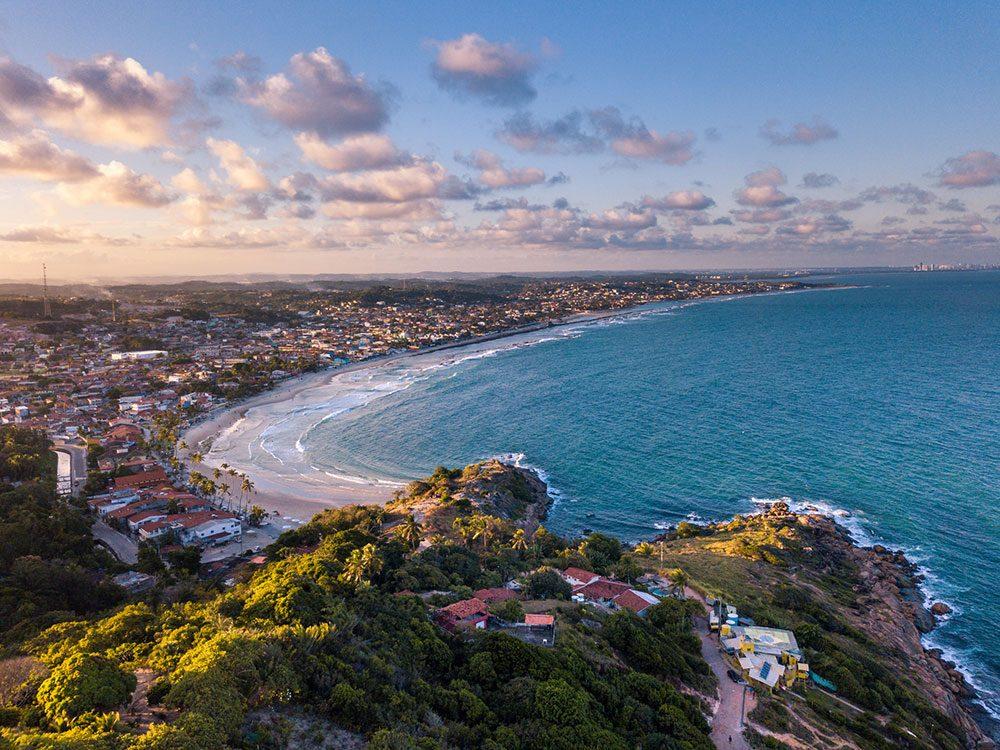 Photo aérienne de drone de Calheta et Gaibu au Brésil.