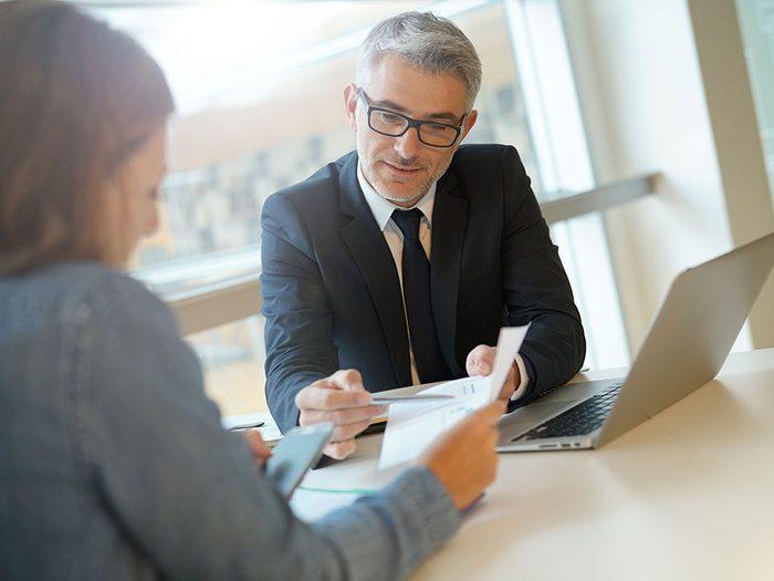Épargner correctement dans le but de planifier sa retraite.