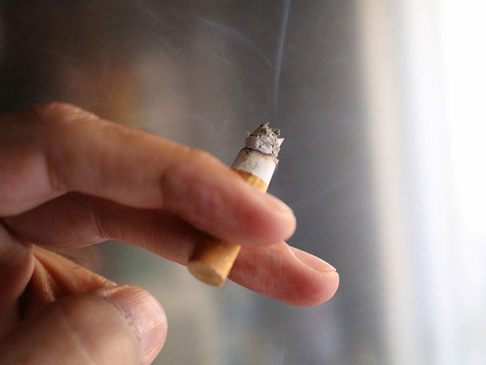 Éliminer la vieille fumée de cigarette pour éviter la pollution intérieure.