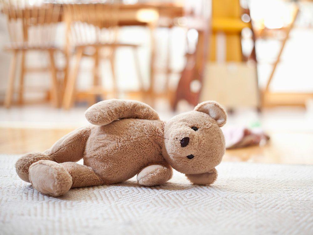 Congeler les jouets en peluche pour éviter la pollution intérieure.