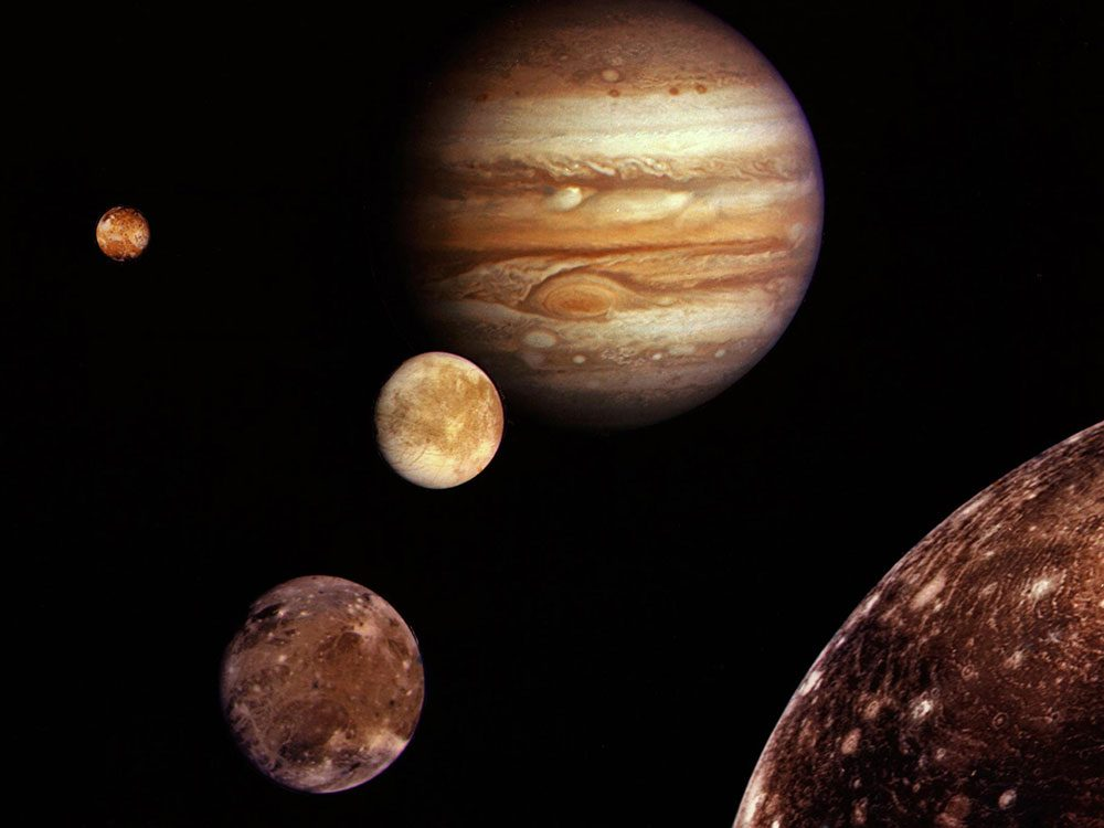 La première fois que Jupiter et ses lunes sont photographiées.