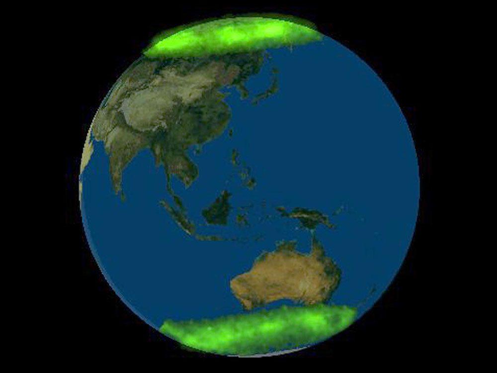 La première fois que les aurores boréales et australes ont été photographiées en simultané.