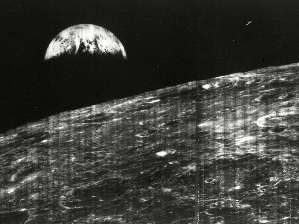 La première fois que la Terre est photographiée vue de la Lune.