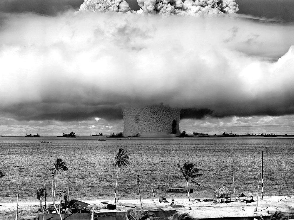La première fois qu'une explosion atomique sous-marine est photographiée.