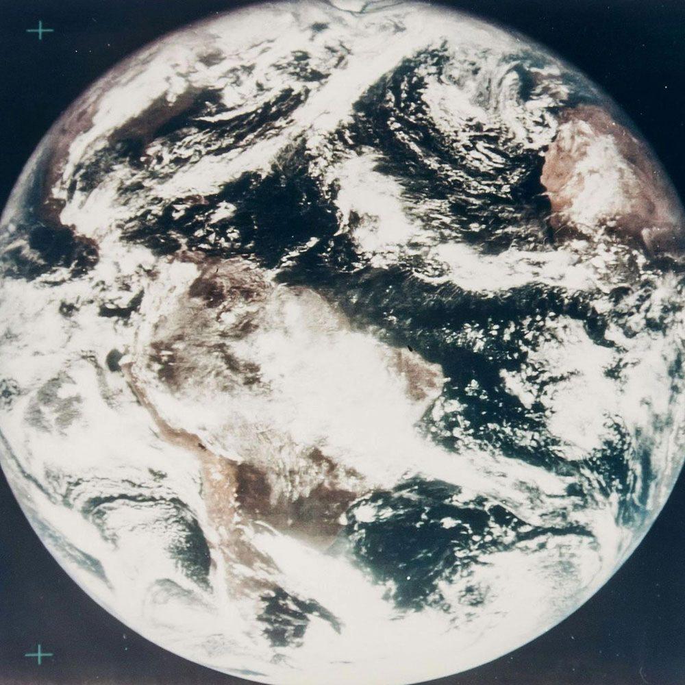 La première fois que la Terre est photographiée en couleur.
