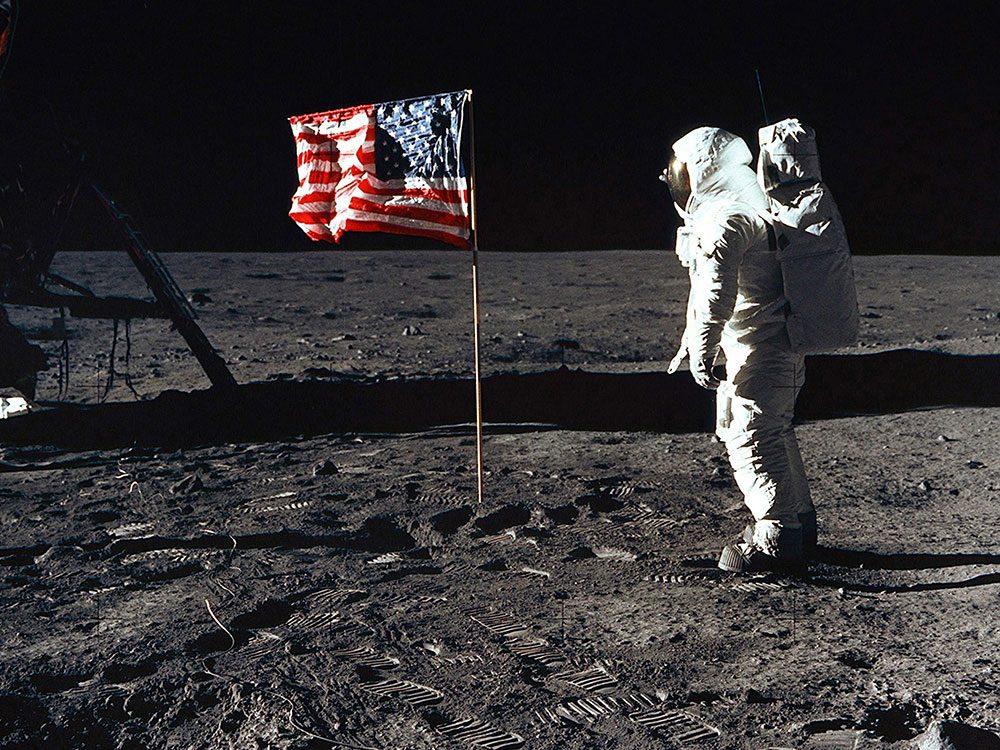 La première fois qu'un homme est photographié sur la Lune.