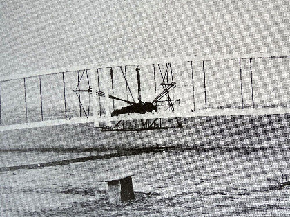 La première fois qu'un avion en vol est photographié.