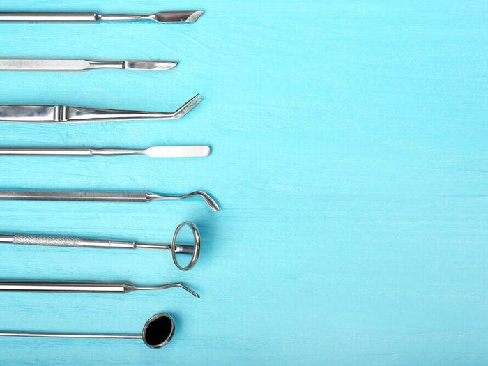 Consultez votre dentiste au moins une fois par an pour prévenir la carie dentaire.