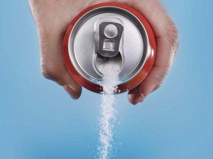 Mangez des aliments sains à faible teneur en sucre pour prévenir la carie dentaire.