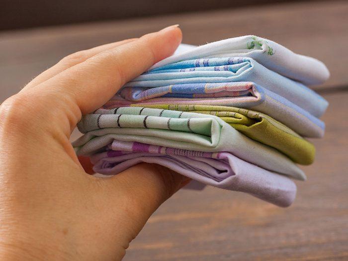 Les mouchoirs lavables font partie des produits réutilisables pour réduire sa production de déchets.