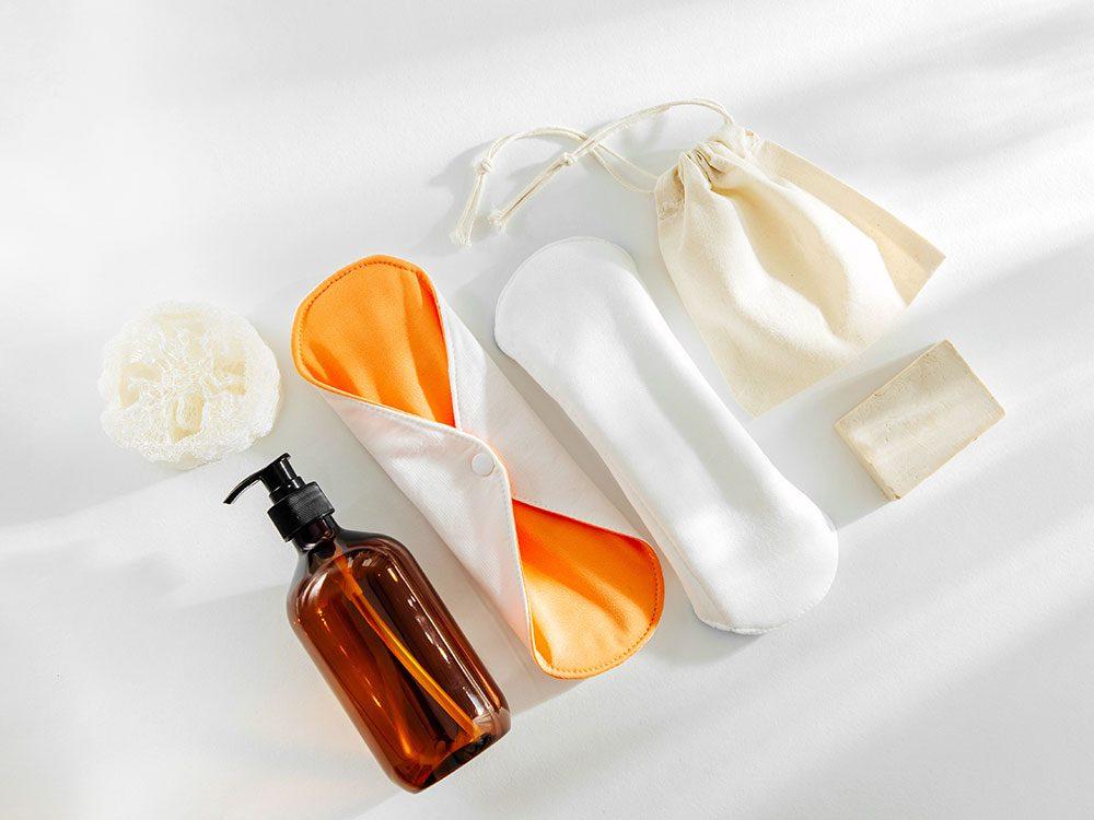 Les serviettes hygiéniques lavables et les culottes menstruelles font partie des produits réutilisables pour réduire sa production de déchets.