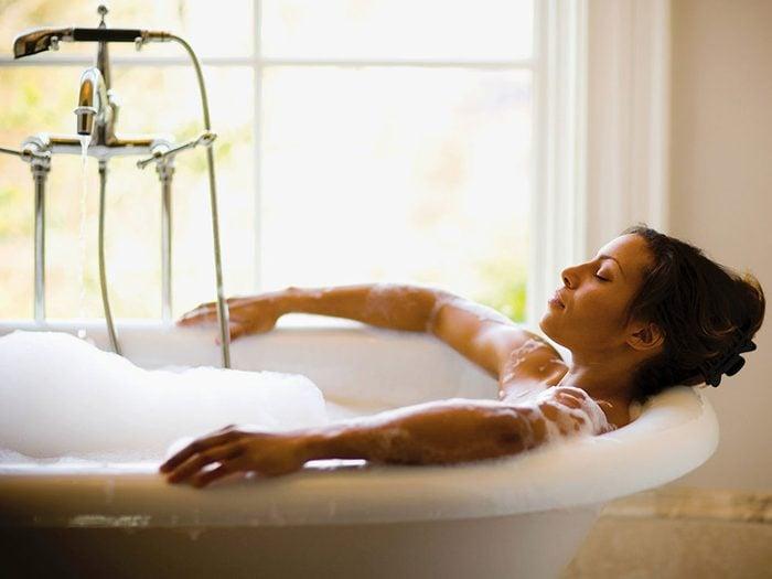 Prendre un bain moussant quand on s'ennuie.
