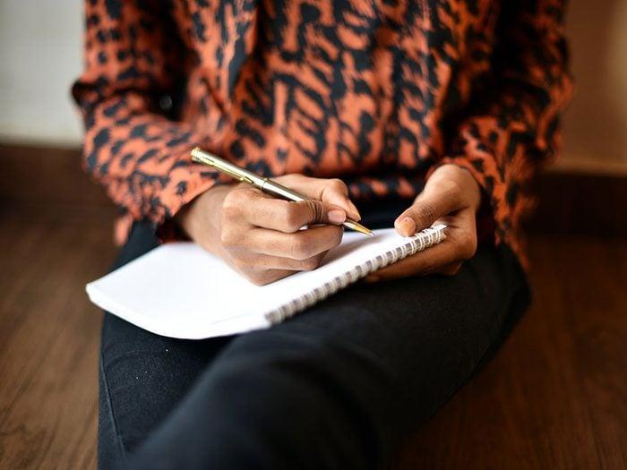 Écrire un poème quand on s'ennuie.