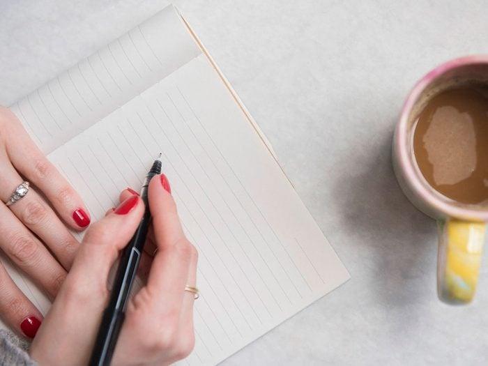 Rédiger une liste de tâches quand on s'ennuie.