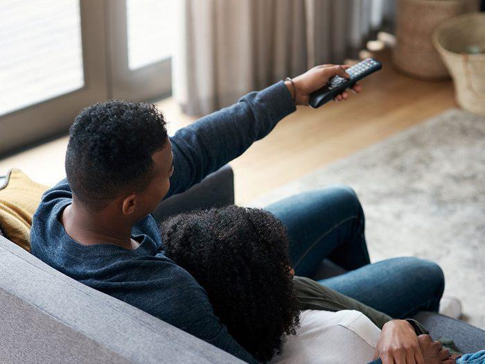 Trouver une nouvelle émission de télévision à regarder quand on s'ennuie.