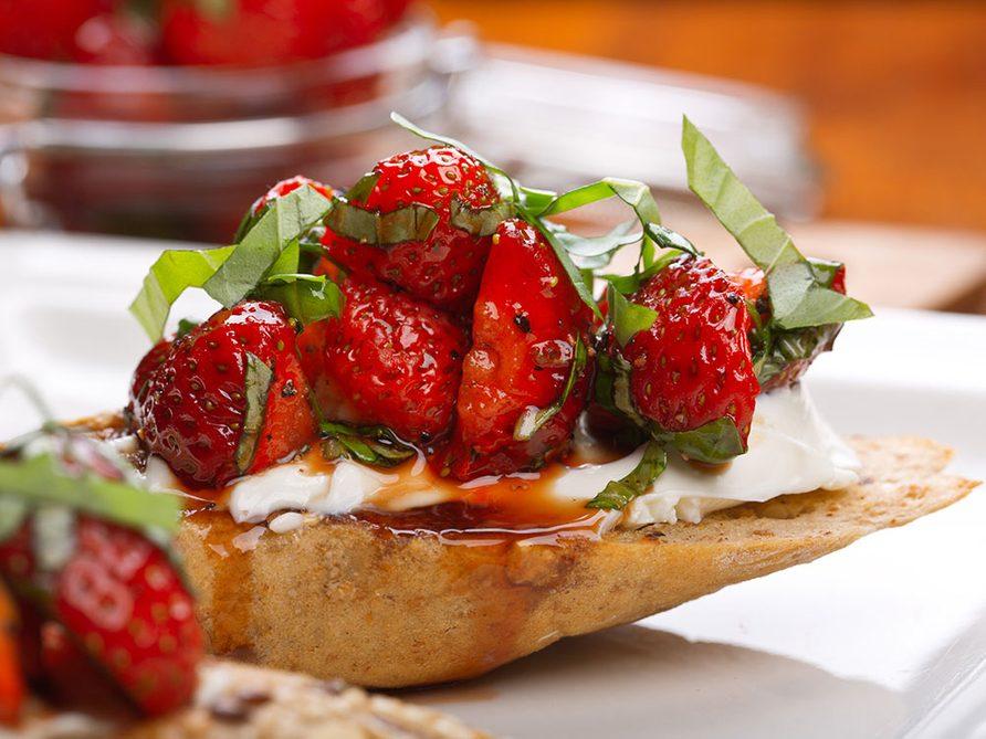 Bruschetta aux fraises et Bocconcini.