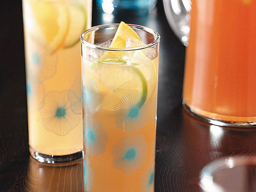 Thé au citron et aux amandes.