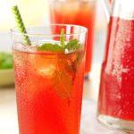 Thé glacé à la menthe et à la rhubarbe