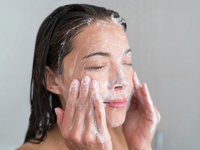 Soin de la peau: mélanger tous les acides alpha-hydroxylés.