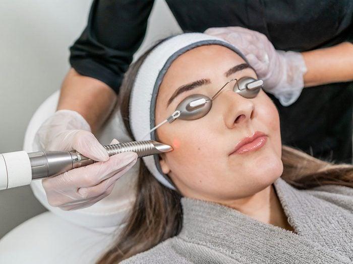 Soins de la peau et traitements au laser.