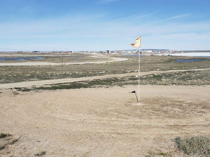 Le club municipal Many Pebbles fait partie des terrains de golf à moins de 100$ au Québec et au Canada.