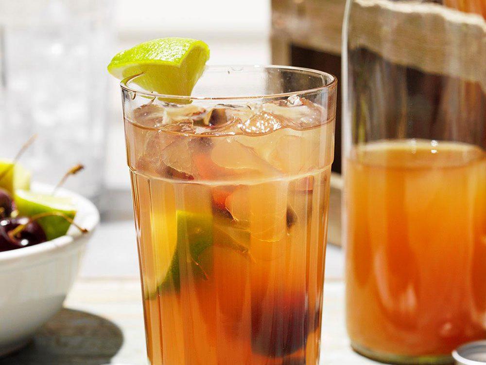 Thé sucré à la cerise et limonade.