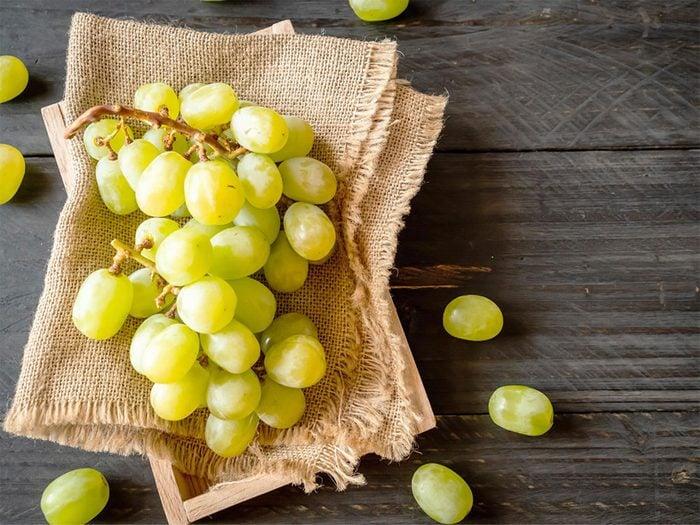 À 50 ans et plus, consommez du raisin.