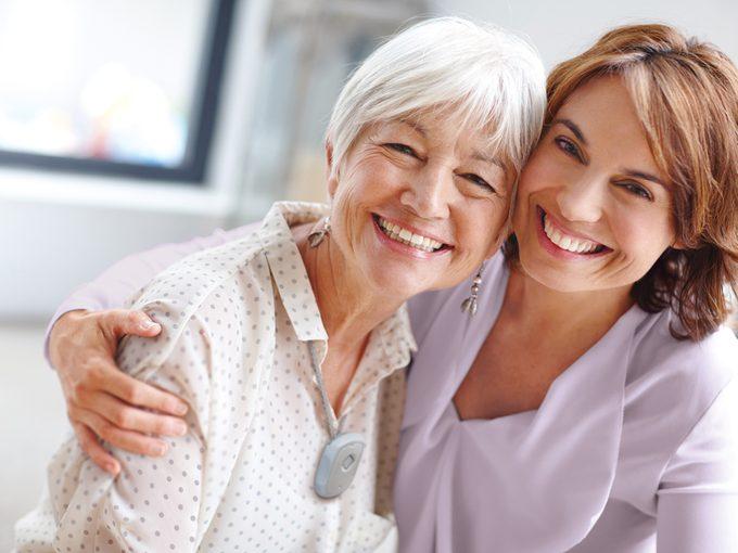Alerte médicale: le choix des parents de vieillir à la maison ne devrait pas causer de stress à leur famille.
