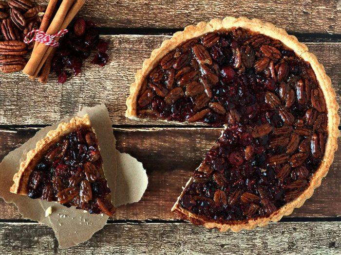 La tarte aux canneberges et aux pacanes fait partie des recettes à essayer pour l'Action de grâce.