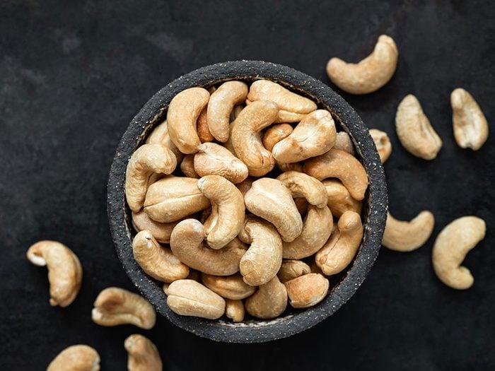 Les noix de cajou sont des aliments riches en fer.