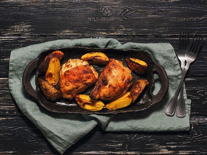 Les cuisses de poulet sont des aliments riches en fer.