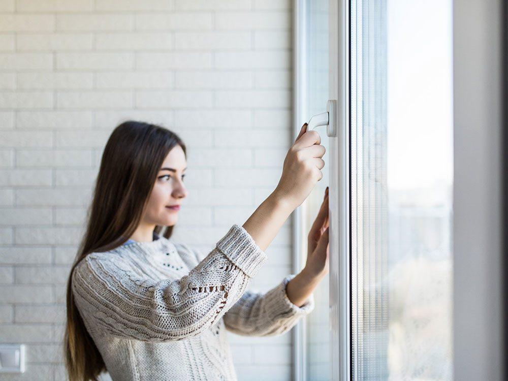 Garder les fenêtres fermées pour soulager les allergies saisonnières.