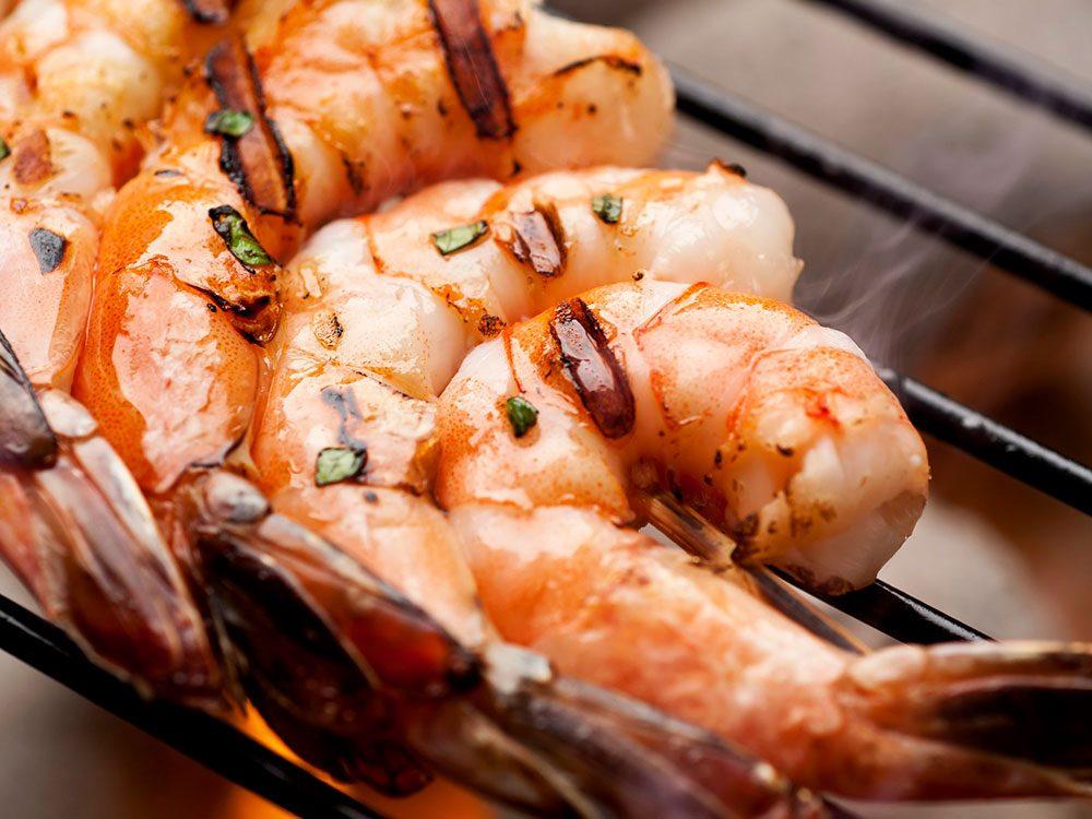Les crevettes grillées font partie des aliments au barbecue qui sont réellement bons pour votre santé.