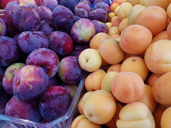 Les prunes et abricots font partie des aliments au barbecue qui sont réellement bons pour votre santé.