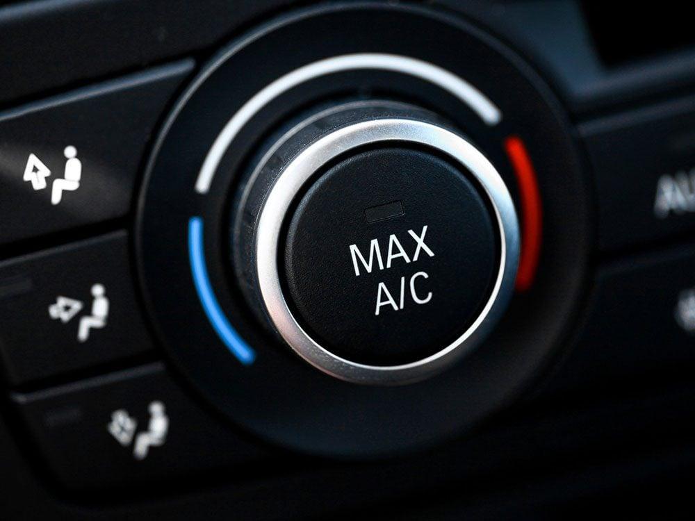 Voici pourquoi il ne faut pas utiliser le climatiseur de votre voiture.