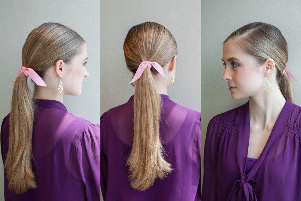 La queue de cheval basse lissée vers l'arrière est une coiffure facile à faire!